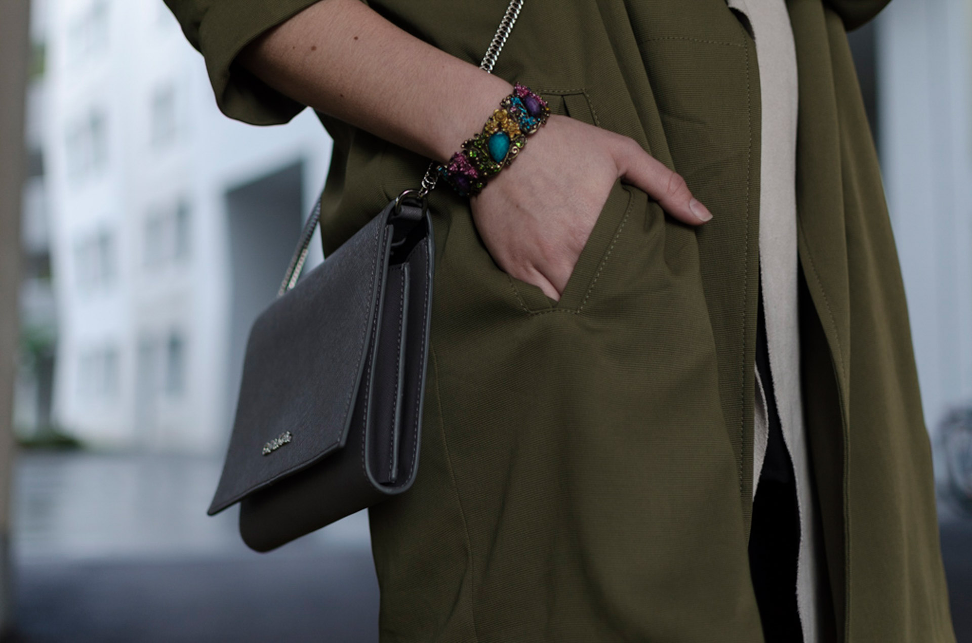 Detailfoto Armband, Calvin Klein Bag, Mantel