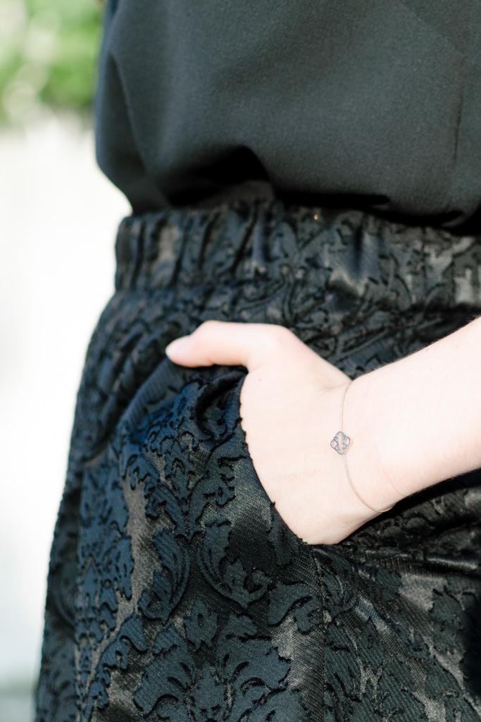 Detailaufnahme: Armband und Culotte