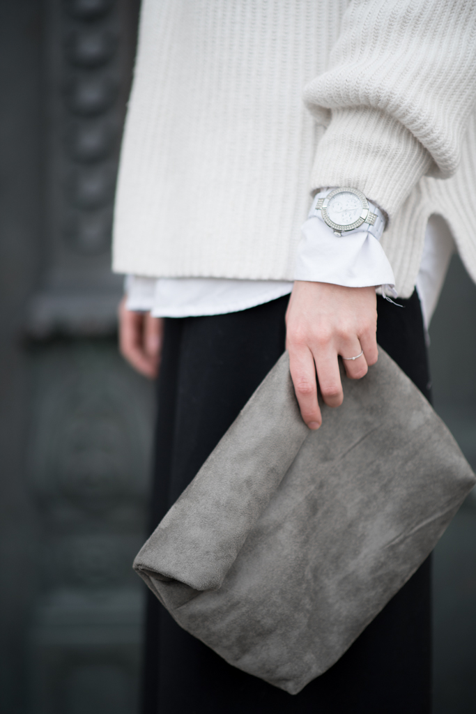 Comfort level 100 Detail: Guess Watch, Olliland Day Clutch
